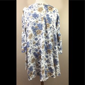 Umgee Tops - Umgee Blouse White Floral Sz XL Bell Sleeves NWOT